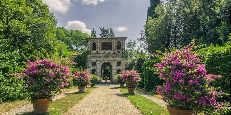 """Villa Reale apre i suoi giardini in occasione delle """"Antiche camelie della Lucchesia"""""""